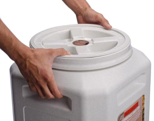 Vittles Vault Outback lb Airtight Storage Container