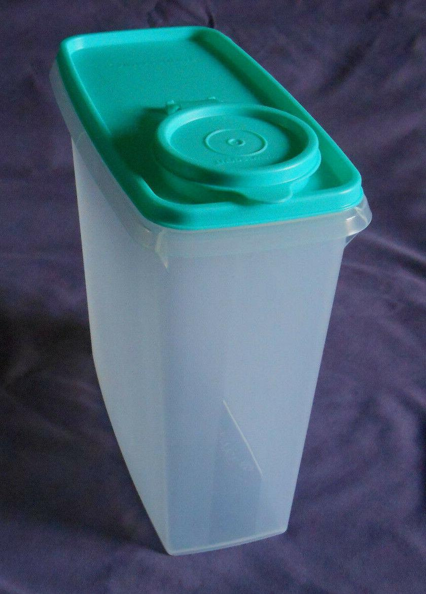 Tupperware storer dry food container pour